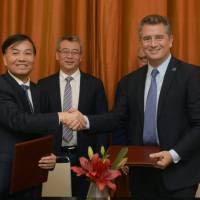 G 20: Etchevehere firmó un convenio con la empresa estatal china Sinograin
