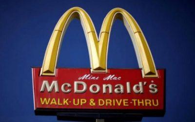 McDonald's ha anunciado una política para reducir el uso general de antibióticos importantes para la salud humana