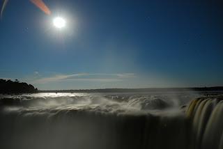 Luna en las Cataratas: Parque Nacional Iguazú, Argentina