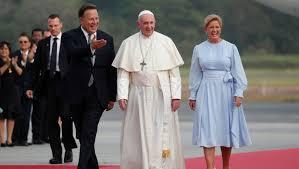 Francisco partió rumbo a Panamá para visita en plena ola migratoria América Latina