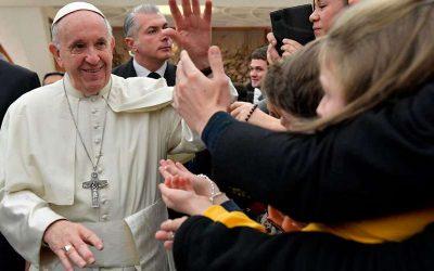 El Papa advierte a los jóvenes sobre internet, sexualidad y machismo