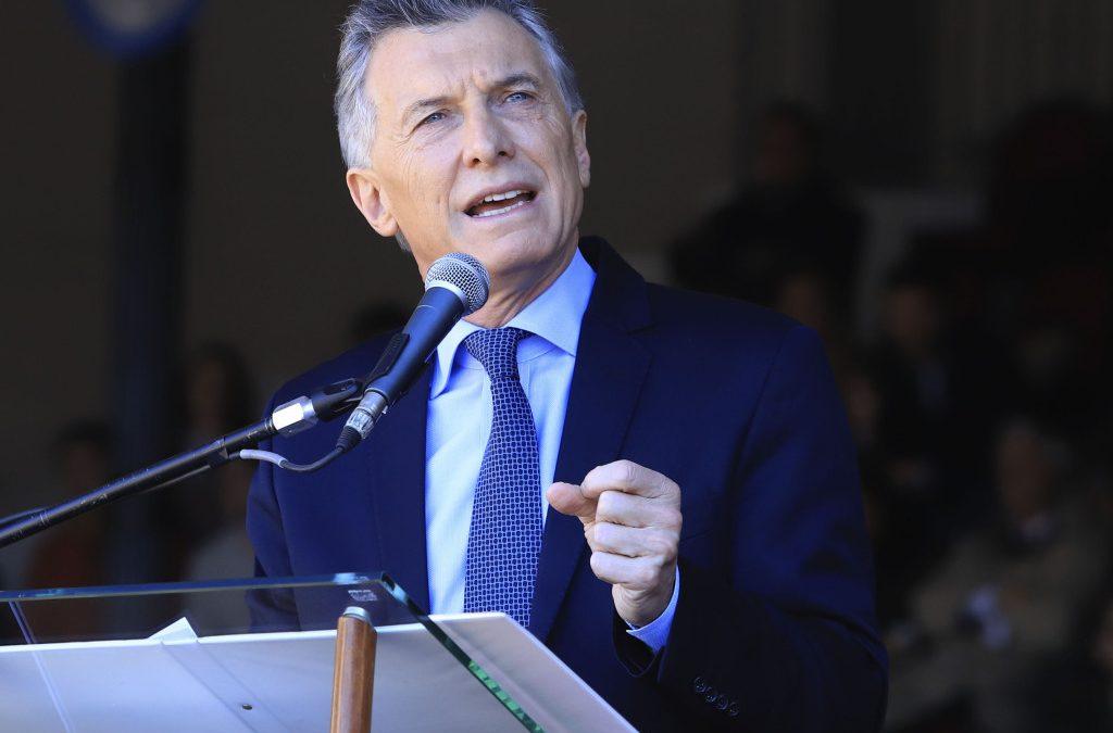 """Macri en la Rural: """"se tienen que terminar las retenciones"""""""
