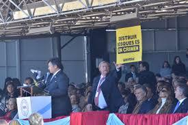 Greenpeace se coló en la inauguración de la Rural de Palermo con dos carteles en el palco principal