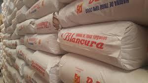 Por el dólar, molinos no entregan harina a panaderías