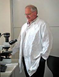 Cuál es la nueva droga que prueba con éxito uno de los máximos expertos del mundo en coronavirus