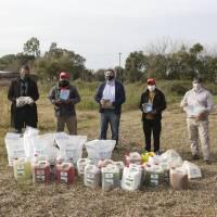 El Secretario de Agricultura Familiar entregó semillas y bioinsumos a productores florícolas de Florencio Varela