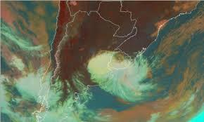 La tradicional tormenta de Santa Rosa se presenta en forma irregular, beneficiando al este del área agrícola