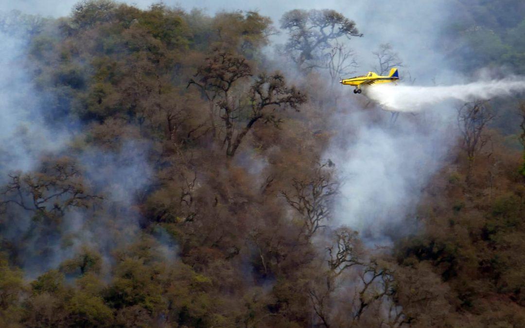 Aeroaplicadores controlaron el fuego en el Cerro San Javier, Tucumán