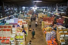 El Gobierno asegura que las frutas subieron hasta 187% en octubre en el Mercado Central