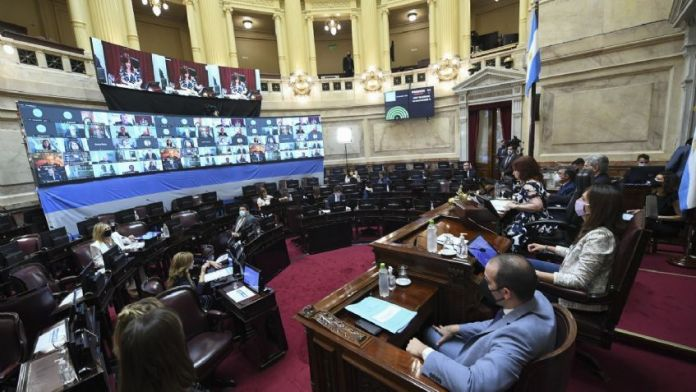 Mientras diputados dio media sanción al aborto, el Senado aprobó la nueva fórmula jubilatoria