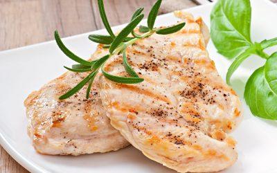 La carne de pollo es importante para mantener una alimentación saludable durante el embarazo y la lactancia