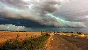 Prevén temperaturas bajo lo normal, seguidas por un marcado ascenso térmico y luego un frente de tormenta